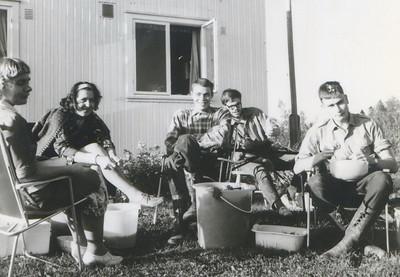 1969 Foran Bakke hus. Bergljot Amundsen, Aud Harda Bang, Bjørn Haugen, Nils Langeland(Jacobsen), nn
