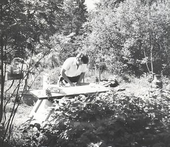 1967  Phyllis med klesvasken ved Smestaddammen