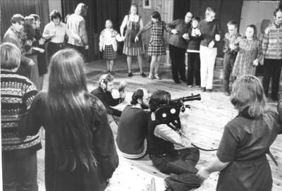 1974 Kjell Billing lager den første Vidaråsenfilmen