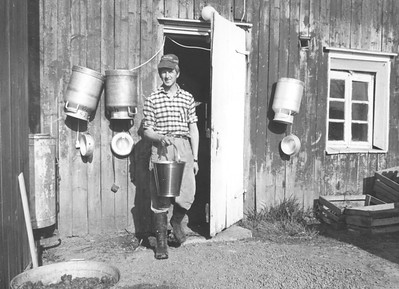 1969 Knut Thorsen foran gamlefjøset.