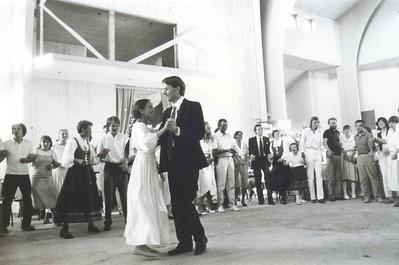 Kristofferhallen første bryllupsvals Gjertrud og Asbjørn Lavoll
