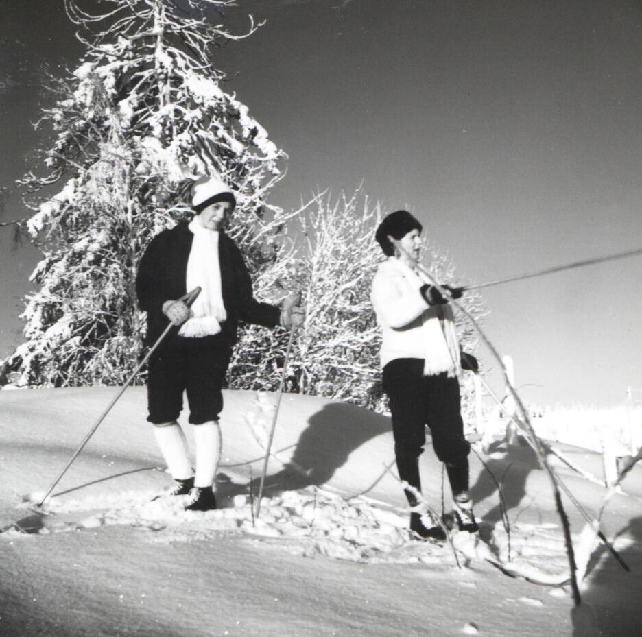 Birgit og Margit på ski