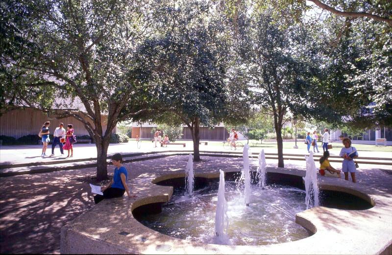 lee-fountain_14051583650_o