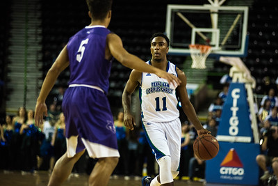 012817_TAMUCC_MBasketball (12 of 17)