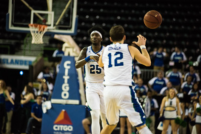 012817_TAMUCC_MBasketball (13 of 17)