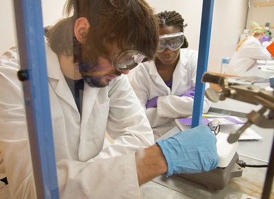 Students David Garcia and Toyosi Idowu work together on a stp in microchemistry lab.