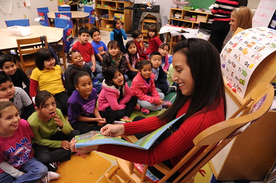 homecoming-candidates-read-to-the-children-at-the-early-childhood-development-center_25509028110_o