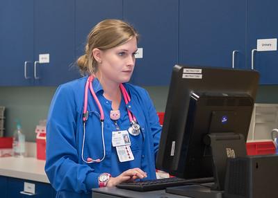 111717_NursingTransitionsSimulation_LW-2903