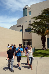 students-leave-the-science-and-engineering-building-as-they-head-for-the-uc-for-lunch_13896171053_o
