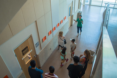 An Islander Welcome Center tour guide walks through Bay Hall with prospective Islander students and their families.   FMI on how to schedule a tour of the Island University: http://bit.ly/2vrHRAg