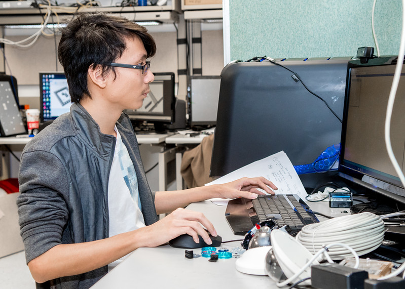 Islander student Tri Vo works on his research project during a Visualization and Graphic Lab.