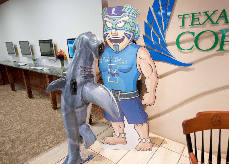 Hunter checks out our mascot Izzy the Islander in the Welcome Center.  Learn about TAMU-CC's participation in Shark Week:  http://bit.ly/2uIUKYq
