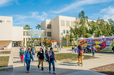 Islander students make their way through Anchor Plaza during the afternoon.