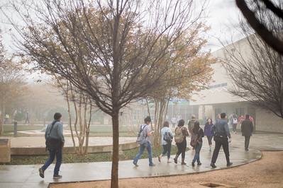 Islander Students make their way to their next class, walking through Lee Plaza.
