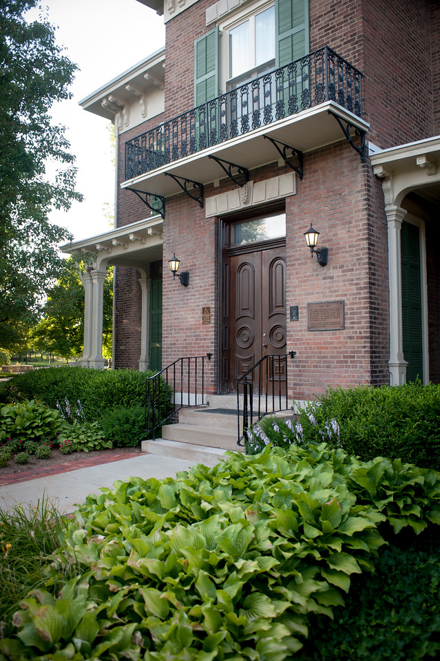 Images of Condit House in summer
