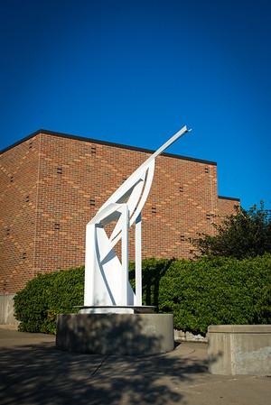Salute statue
