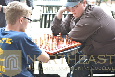 2015-11-04 CAMPUS Students playing Chess