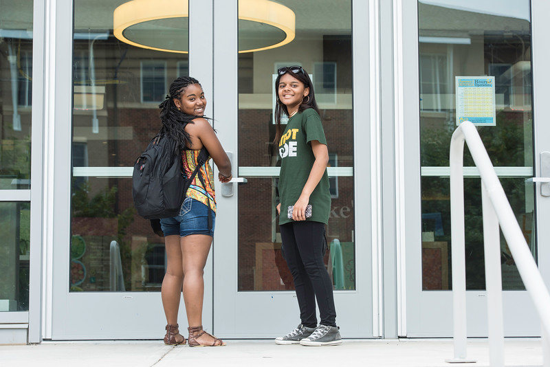 Students at Ike's Resident Dining Hall.  Photo by:  Ron Aira/Creative Services/George Mason University