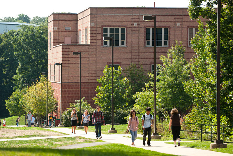 Students walk near Innovation Hall at Fairfax Campus. Photo by Alexis Glenn/Creative Services/George Mason University. 110914503