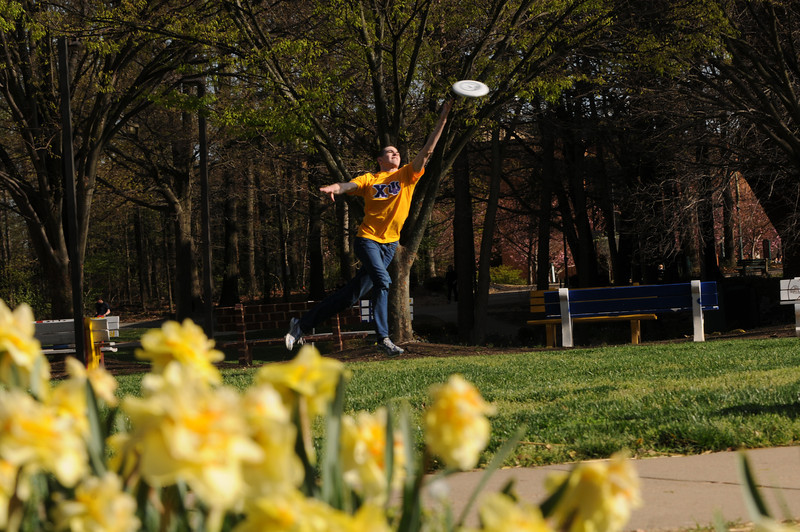 Students enjoy the Spring weather playing frisbee.  Photo by Creative Services/George Mason University