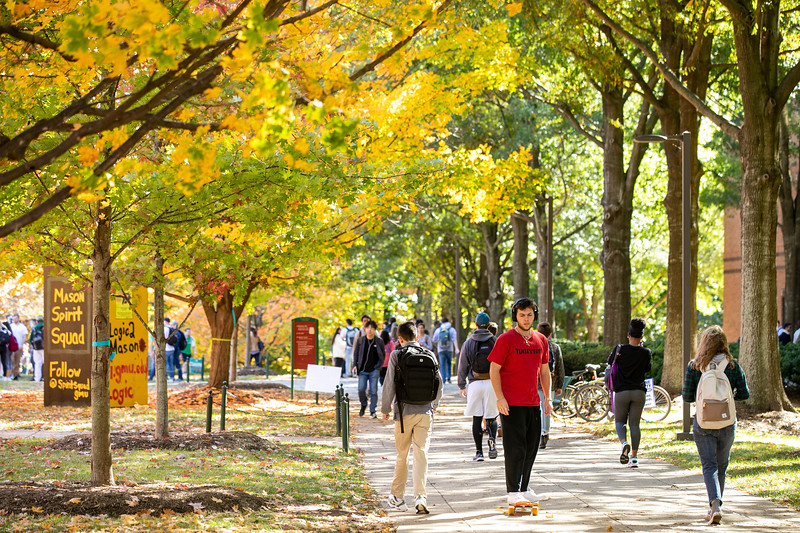 Students in Fairfax campus in fall 2019.  Photo by:  Ron Aira/Creative Services/ George Mason University