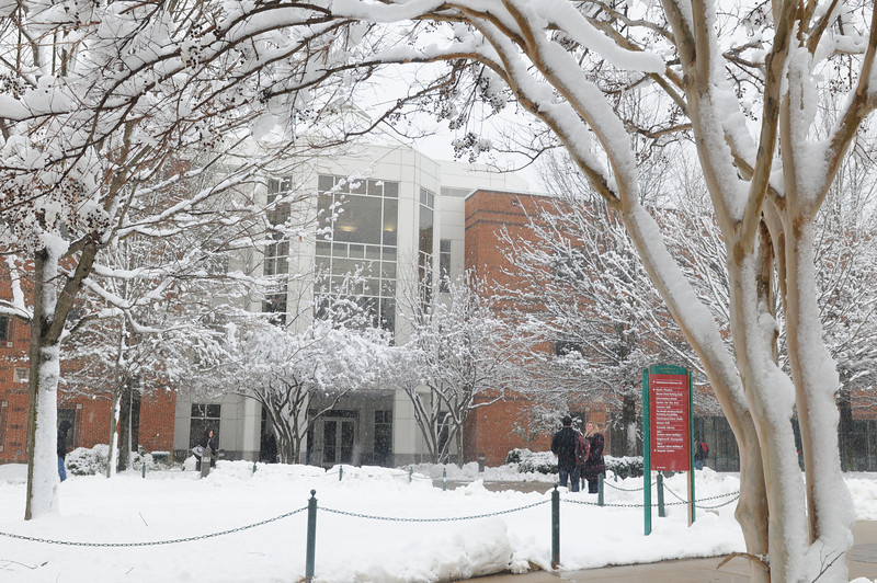Students walk in the snow on the Fairfax Campus. Photo by Creative Services/George Mason University