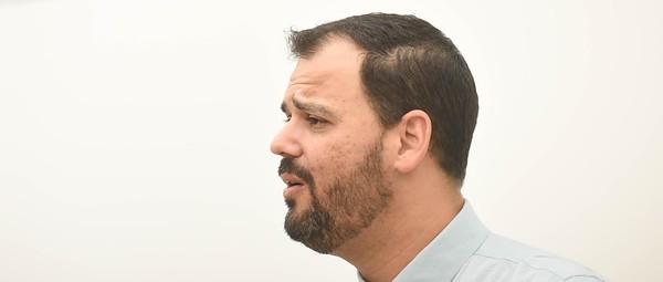 Ray Posada, teacher at Stoneman Douglas High School speaks to students