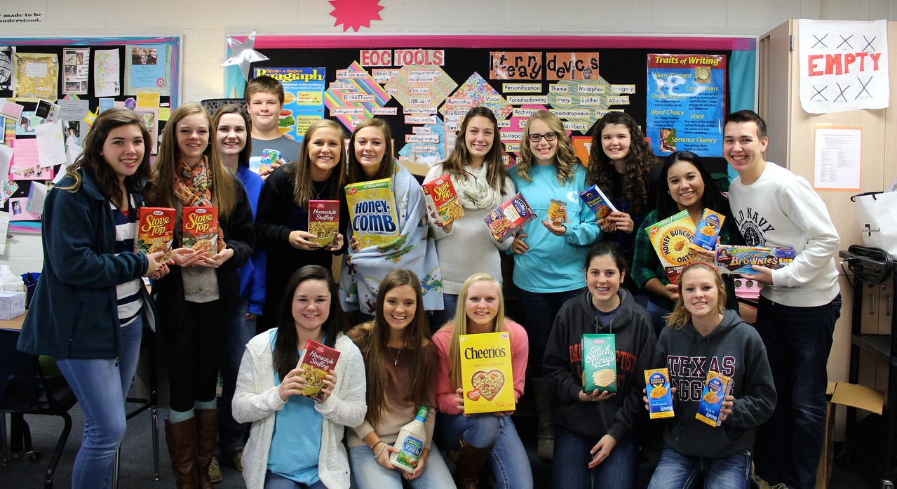 Student Council builds Thanksgiving baskets