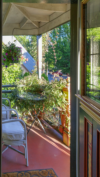 Private deck at the Rubens Room | Albion Manor B & B in Victoria, BC
