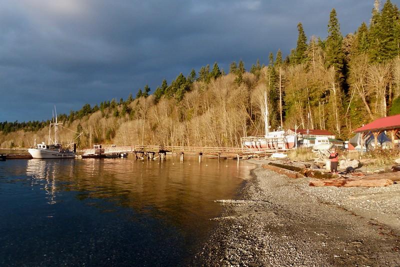 Quiet fishing base