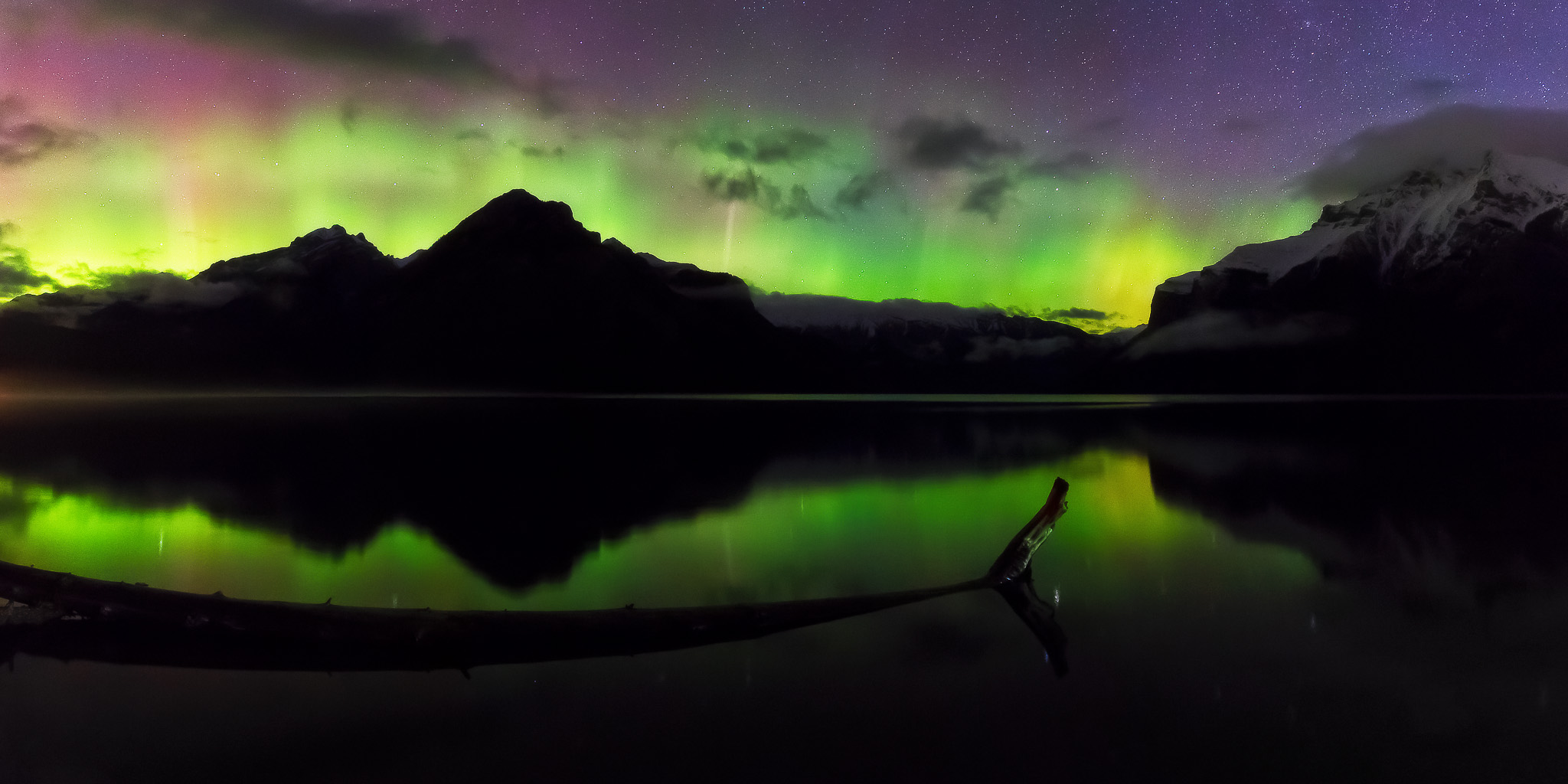 Panorama of the aurora from Lake Minnewanka