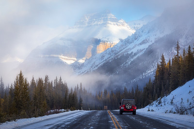 Driving the Icefields Parkway : 70-200mm handheld