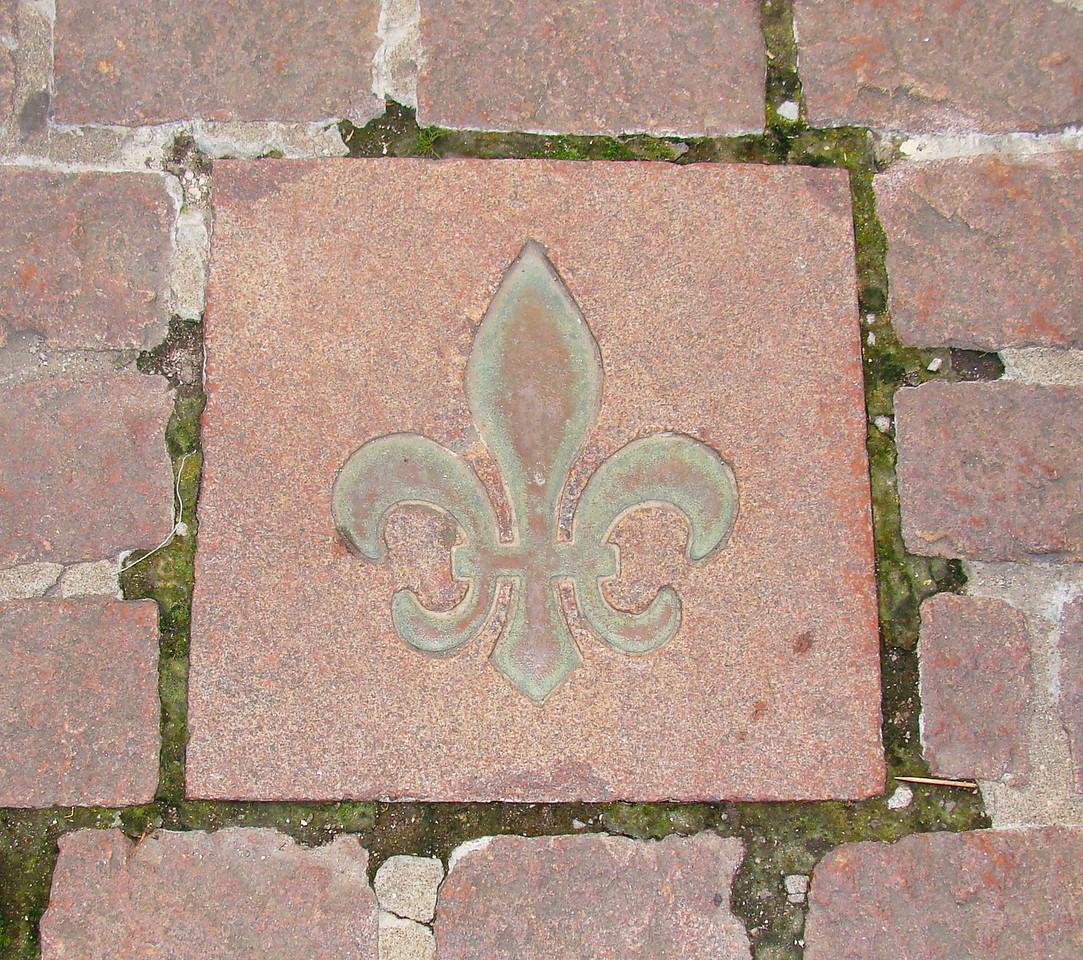 Fleur de Lis Sidewalk Tile
