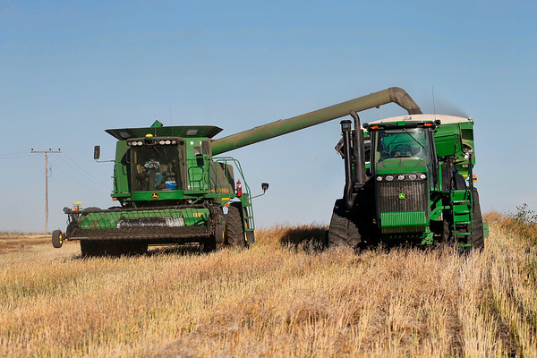 Combine and transport vehicle