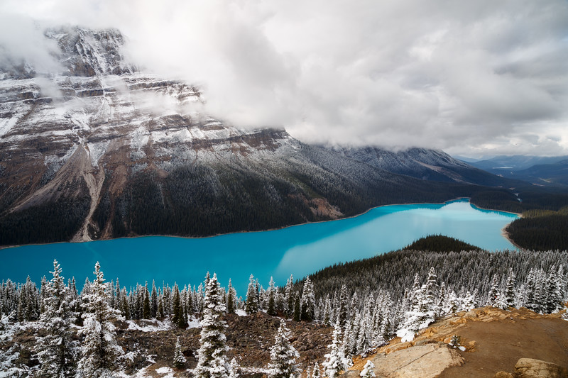 Banff, Peyto - Classic view with first snow and open water