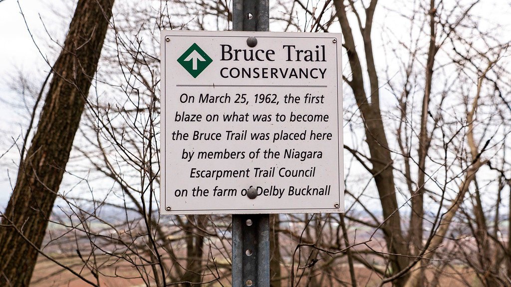 First blaze on the Bruce Trail (Cave Springs Conservation Area)