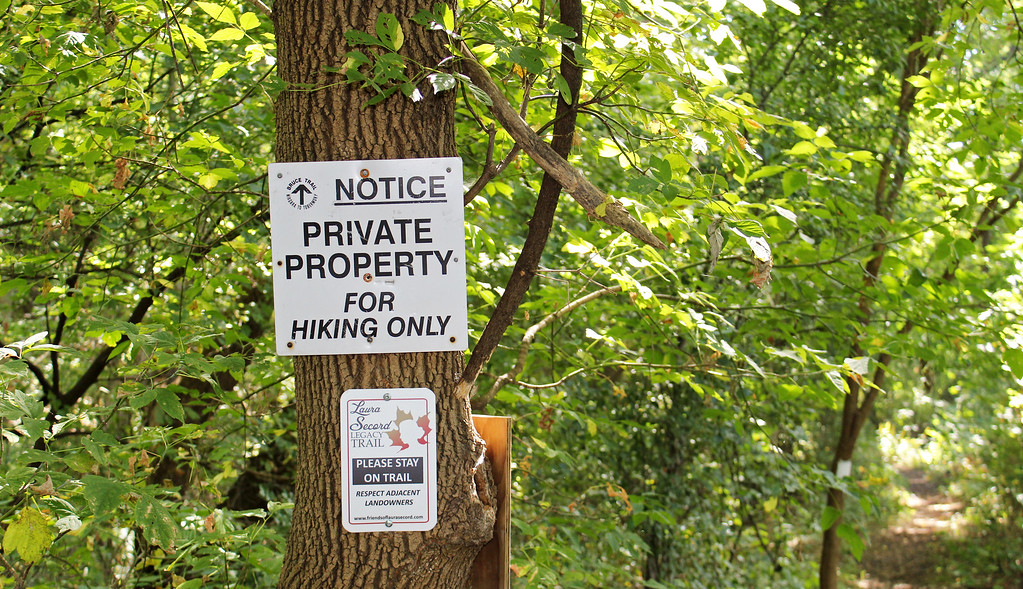Private property for hiking only - Bruce Trail and Laura Secord Legacy Trail