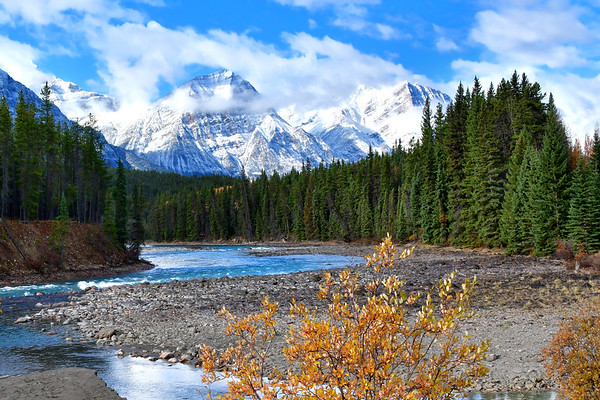 Peacefl and colorful Bow River