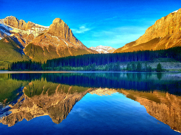 Great reflection in lake