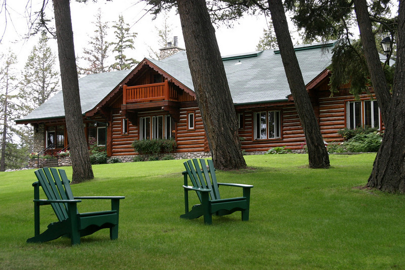 "Jasper Park Lodge, one of the cabins to rent<br /> <br />  <a href=""http://www.fairmont.com/jasper"">http://www.fairmont.com/jasper</a>"