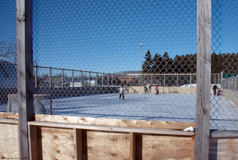 Neighborhood hockey rink at Notre-Dame-de-la-Paix north of Montebello.
