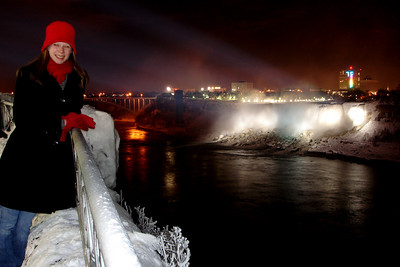 Emily and the American Falls - Niagara Falls, ON ... December 22, 2008 ... Photo y Rob Page III