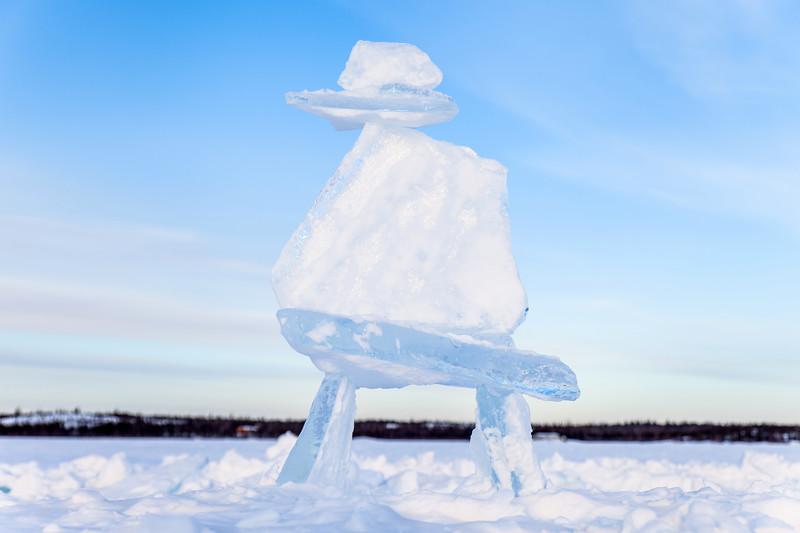 Inukshuk made of ice blocks in Yellowknife, Northwest Territories, Canada / Inukshuk fait de blocs de glace à Yellowknife, dans les Territoires du Nord-Ouest, Canada