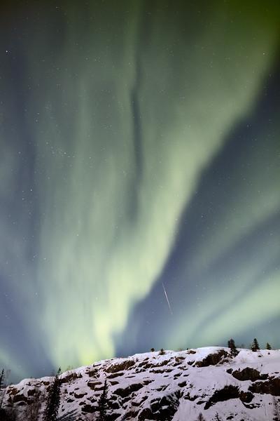 Yellowknife, Giant Mine - Aurora over a snowy hill