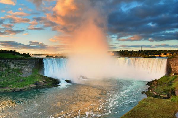 Beautiful sunrise at Niagara Falls