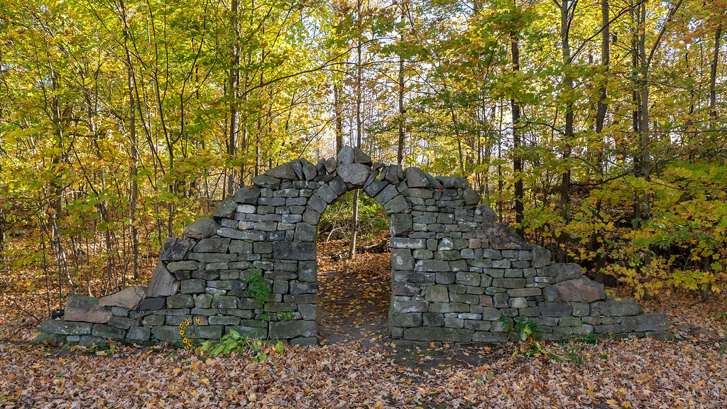 Rock entry wall and gate to the Donevan Trail at 1000 Islands National Park