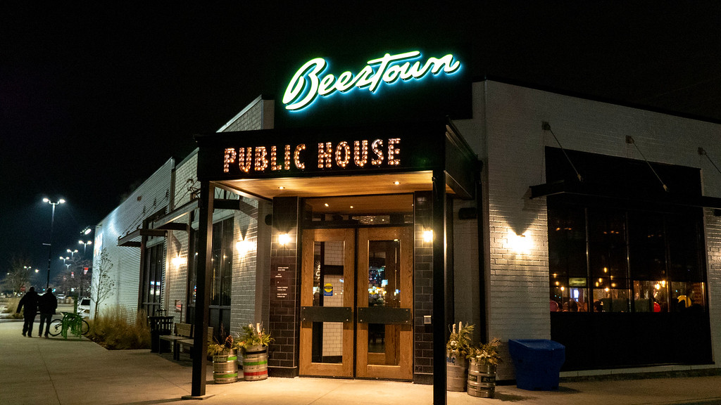 Beertown Public House in Burlington, Ontario - Restaurants in Burlington - Vegan Options