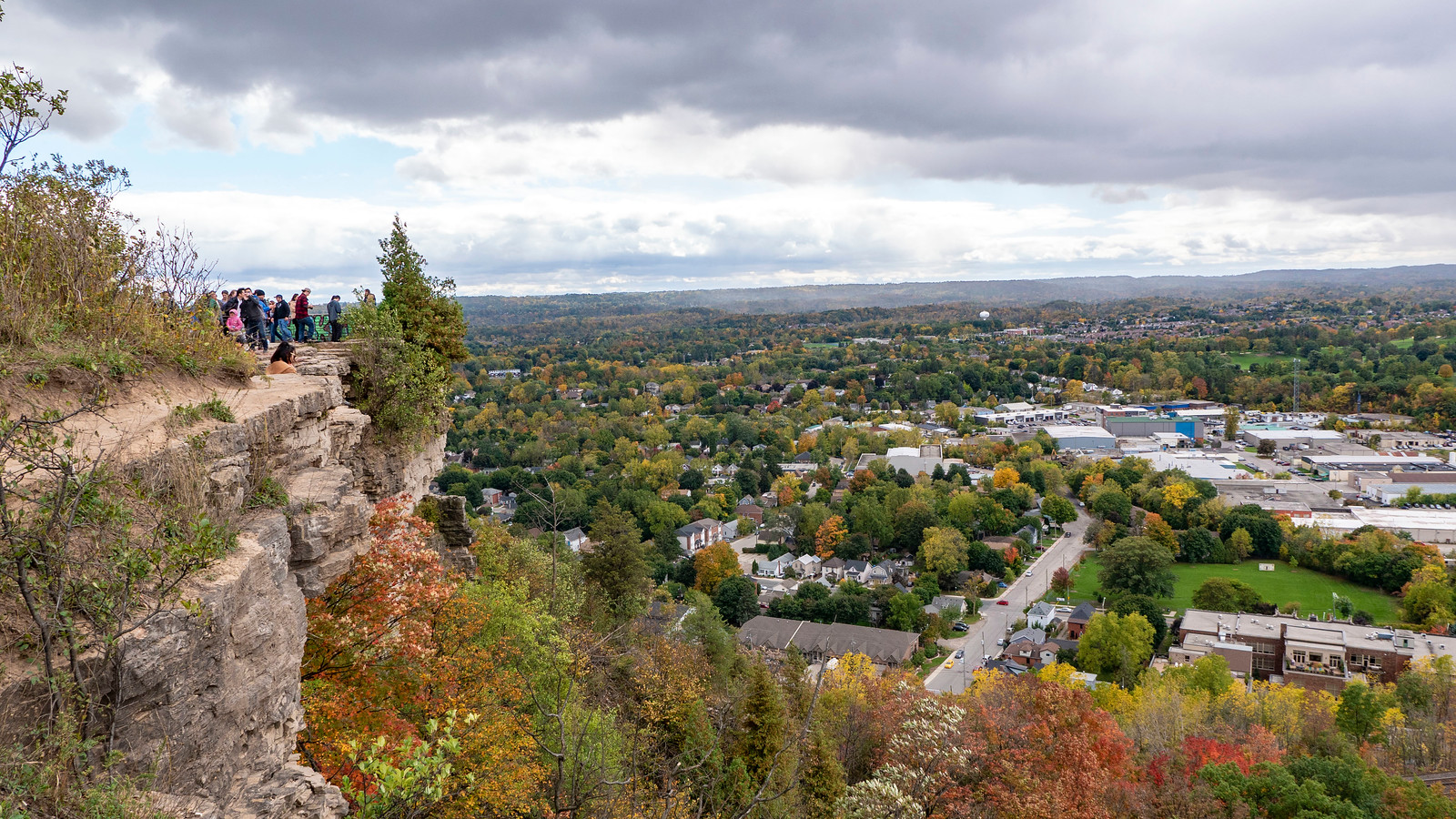 The Dundas Peak overlooking town
