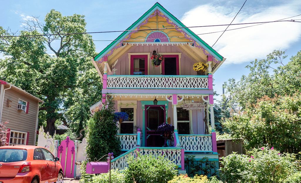 Grimsby Beach Cottages - the gingerbread houses of Grimsby, Ontario