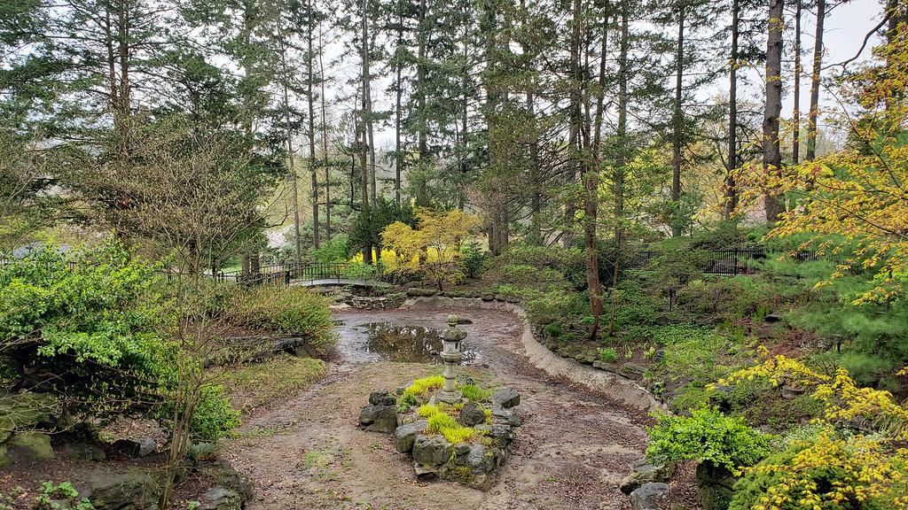 Jardin près de la colline